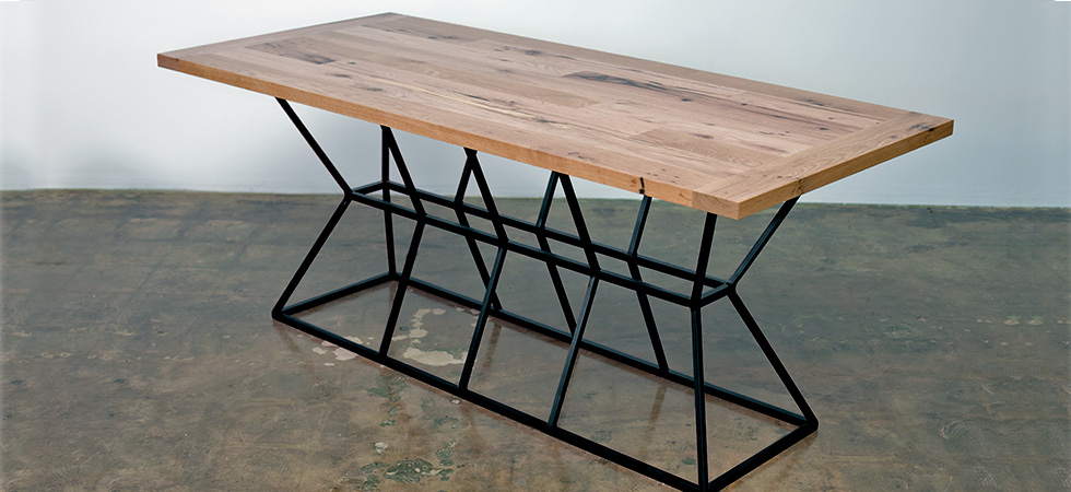 pyramid-table-black